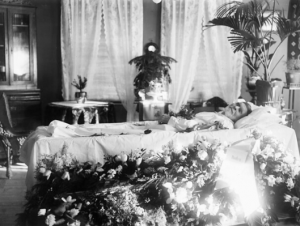 1920s man dead in bed with flowers